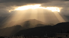 Rain of Light (yom1) Tags: light lumière lights clouds nuages matin morning éclairé éclairage mountain mountains montagne montagnes lightrain rainoflight sunrise dawn leverdesoleil sun soleil europe europa france french français frenchalps alpesfrançaises alps alpes alpen auvergnerhonealpes rhonealpes rhônealpes isère isere grenoble belledonne mountainrange yom1 canon eos eos6dmkii eos6dmarkii 6dmkii 6dmarkii ef2470f4lisusm 2470 ef2470