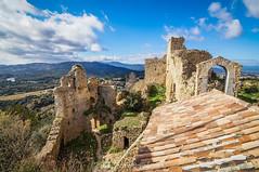 Por encima de todo (SantiMB.Photos) Tags: 2blog 2tumblr 2ig castillo castle ruinas ruins maresme invierno winter tejado roof geo:lat=4167869211 geo:lon=273586623 geotagged palafolls cataluna españa