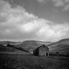 A barn called The Gate (ronet) Tags: hasselblad500cm bw barn blackwhite diydeveloped edale field film hasselblad homedeveloped ilforddelta100 kinderscout mediumformat pasture peakdistrict scan scanned