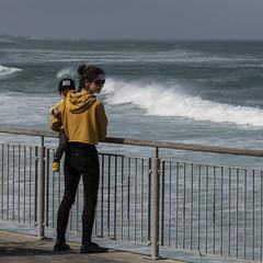 Mother and child (Ian@NZFlickr) Tags: mother child yellow black stclair beach esplanade waves pacific ocean sea saline dunedin nz