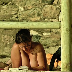 Reading a book (pedrosimoes7) Tags: assinalados reading reader thereader girlreading ler livro book livres