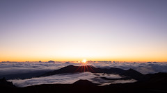 Dawn Above the Clouds (Brady Baker) Tags: hawaii maui usa travel haleakala national park elevation sunrise dawn daybreak sunstar sun cloud sky outdoor nature mountain volcano crater volcanic landscape