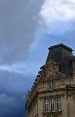 Nuances d'orage... (Tonton Gilles) Tags: alençon normandie poste centrale télégraphe téléphone ciel bleu acier gris nuances oiseau en vol beffroi horloge nuages paysage urbain