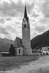 Valle Aurina (Ahrntal), St Martin kirche (Gian Floridia) Tags: ahrntal kodaktmax400asa stmartin stmartinkirche valleaurina bn bw bienne chiesadismartino filmphotography leicam4p pace quiete tranquillità bolzano italy