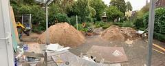 Um die hohen Kosten der Renovierung stemmen zu können, wird ab morgen in unserem Garten nach Erdöl gebohrt.