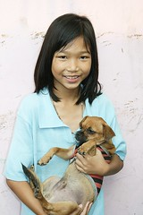 girl with her dog (the foreign photographer - ฝรั่งถ่) Tags: girl dog khlong thanon portraits bangkhen bangkok thailand canon pet