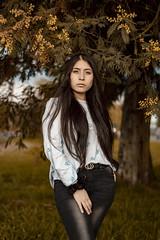 IMG_2055 (Pablo_sc) Tags: outside canon canon1300d canont6 50mm f18 portrait retrato woman womanportrait mujer beautiful colour colours trees yellow