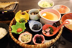 Simple Breakfast (Teruhide Tomori) Tags: 京都 日本 kyoto japan japon meals cooking rice breakfast ryokaninn 旅館 朝食 炊飯 釜 ごはん 料理 調理 朝ごはん dish