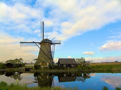 DSCN0848 (alainazer) Tags: kinderdijk nederland paysbas holland hollande ciel cielo sky eau acqua water moulin mulino moinhos mühlen mills windmill