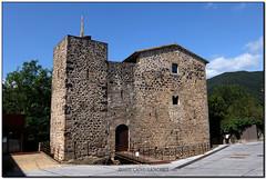 Estada Juvinyà, Sant Joan les Fonts (la Garrotxa) (Jesús Cano Sánchez) Tags: elsenyordelsbertins fujifilm xq1 vacances2018 catalunya cataluña catalonia gironaprovincia garrotxa santjoanlesfonts romanic romanico romanesque catalunyaromanica catalunyamedieval middleages castell castillo castle