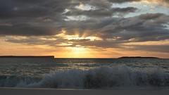 Sunrise at Jervis Bay (moniquerebanks) Tags: jervisbay hyamsbeach australia ocean sunrise sunrays waves dawn seascape nature natuur zonsopgang beach horizon nikond7100