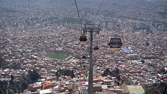 The immensity of the town (Chemose) Tags: sony ilce7m2 alpha7ii mai may bolivie bolivia lapaz téléphérique télécabine cablecar paysage ville town altitude miteleferico cityscape toit roof immeuble building stadium stade