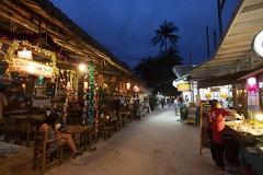 Raileh (Rolandito.) Tags: asia asien asie south east southeast südost südostasien thailand blue hour blaue stunde beach rai leh raileh krabi shop shops restaurant restaurants