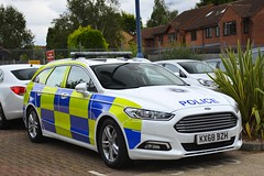 KX68 BZH (S11 AUN) Tags: northamptonshire northants police ford mondeo estate dog section van policedogs 999 emergency vehicle kx68bzh
