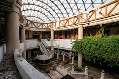 (bryan.mk7) Tags: abandoned resort hotel urbex urbanexploration decay