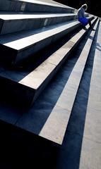 La lettrice (meghimeg) Tags: 2019 chiavari scala stairs fontana fontain donna woman gradini steps ombra shadow sole sun