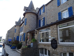 Hotel D'Angleterre (guyfogwill) Tags: guyfogwill guy fogwill doorwindows france september septembre brittany bretagne finistère roscoff hotel brehec républiquefrançaise holiday breizh 29680 29 rosko 2019 vacances chambredhôtes paysléonard hoteldangleterre hôtel pennarbed flicker photo interesting absorbing engrossing fascinating riveting gripping compelling compulsive beach water coastline coastal plage sea ocean sony dschx60