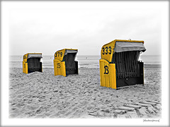 Herbst (Badenfocus_1.500.000+ views_Thanks) Tags: badenfocus duhnen cuxhaven strand strandkorb fujifilmx20 gelb sw bw yellow