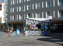 finland (helena.e) Tags: helenae rv motorhome husbil älsa finland uleåborg semester vacation holiday oulu glass icecream softis stol bord möbler rosa pink vit white blå blue