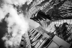 Deconstructivism - Gehry Building, Düsseldorf (Sebastian Bayer) Tags: dekonstruktivismus architektur kunstsammlung formen himmel kontrast düsseldorf gebäude gehry kurven bw neuerzollhof hafen medienhafen fenster gehrybauten deutschland schwarzweis sehenswürdigkeit struktur winkel
