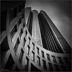 Tower 185 (He Ro.) Tags: architekturfotografie frankfurt winter bw blackwhite urban hochhaus skyscraper frankfurtammain germany deutschland stadt city lzb langzeitbelichtung longexposure