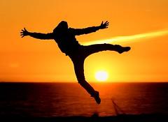 Peter Pan ? (AChaby) Tags: acyro silhuetas silhouettes sunset poente sea mar