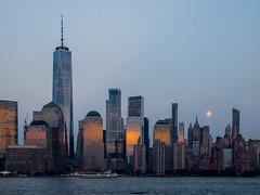Uitzicht vanuit New Jersey (Martijn_68) Tags: nyc newyork moon skyline manhattan bluehour maan