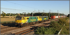 Fabulous Disaster! (Jason 87030) Tags: cans 86637 86607 green grey yellow liner freight freighliner wcml warks warwickshire easenhall clayton sunny weather light shot shoot 4m87 pole electric ac loco engine class86 cargo containers traffordpark felixstowe rtt color colour tracks