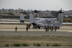 Osprey Disgorging Troops (dcnelson1898) Tags: 2019mcasmiramarairshow mcasmiramar unitedstatesmarinecorps marines aviation sandiego california flight aerobatics mv22osprey tiltrotor vstol transport 3rdmaw 3rdmarineairwing