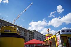 Trabant (Atreides59) Tags: berlin allemagne germany deutschland ciel sky nuages clouds bleu blue jaune yellow urban urbain pentax k30 k 30 pentaxart atreides atreides59 cedriclafrance