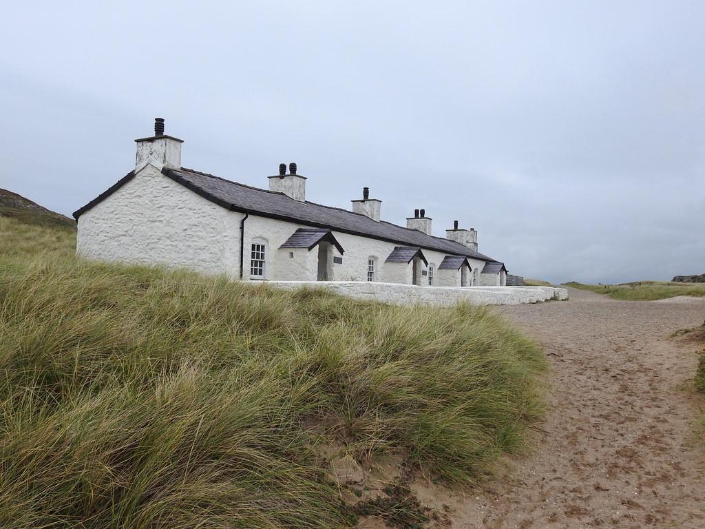 Llanddwyn cottages DSCN1357