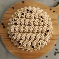 Chi ricorda l'inconfondibile sapore della COPPA DEL NONNO dica io! ..e sorrida! 😋 . Deliziosa torta Assoluta al CAFFÈ ESPRESSO! ☕ . Una deliziosa, 😋 morbida ed umida 😍😍😍 CAKE al cioccolato bianco e CAFFÈ ☕☕☕ farcit (paolaazzolina) Tags: birthday love cakelove tortadicompleanno caketutorial cakery cakedecorator cakedesign cakerecipe paolaazzolina torta cake cakeporn coffeecake tortaalcaffè caffè jlo cakedesigner coppadelnonno ariel cioccolato coffee cioccolatobianco ricette birthdaycake coffeetime arianagrande whitechocolate ricetta