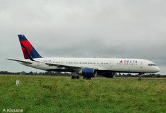 DELTA B757 N819DX (Adrian.Kissane) Tags: aviation ireland departing taxing sky outdoors 757 boeing airline airliner airport jet plane aircraft aeroplane 33959 2492019 b757 n819dx shannonairport shannon delta