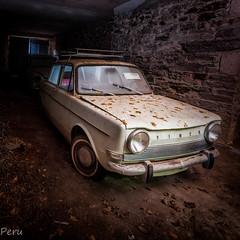 Simca 1000 (Perurena) Tags: coche car carro viatura vehículo abandono abandonado decay galpón pendello luz light sombras shadows urbex urbanexplore
