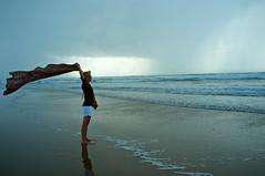 Même pas peur (mifranc91) Tags: fuji x100 mer sea nuages clouds pluie rain vagues waves vent wind