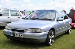 M257 EAH (Nivek.Old.Gold) Tags: 1995 ford mondeo ghia 16v auto 5door 1988cc