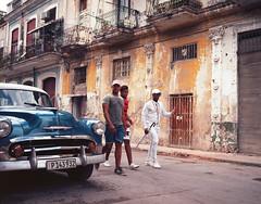 Streets of Havana - Cuba (IV2K) Tags: kodak kodakektar kodakektar100 ektar ektar100 film filmphotography 120 120film analog mamiya mamiya7 mamiya7ii mediumformat 6x7 cuba cuban cubano havana habana lahabana habanavieja centrohavana vintagecar ishootfilm istillshootfilm staybrokeshootfilm havanacuba