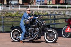 Harley-Davidson (Juan Ig. Llana) Tags: bilbao thedistinguishedgentleman´sride moto harleydavidson elegancia motorista