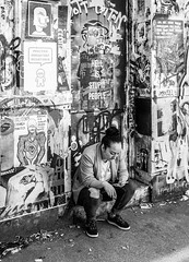 IMG_1170847 (Kathi Huidobro) Tags: streetportrait streetphotography cigarettebreak reportage candid london eastlondon blackwhite bw monochrome graffitiart bricklane streetart
