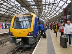Northern 331 @ Liverpool Lime Street (deltrems) Tags: class331 electric multiple unit emu arriva northern rail train railway liverpool limestreetstation