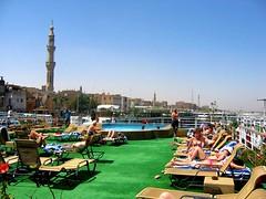 egitto_b 095 - in crociera sul Nilo (molovate) Tags: egitto crociera tafme volate nave nilo piscina sole minareto bagnanti molovate a80 old turismo azzurro cielo africa bagnante