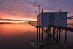 Meschers-sur-Gironde (Tony N.) Tags: france aquitaine nouvelleaquitaine gironde golfdegascogne charentes charentemaritime carrelets garonne sunrise leverdesoleil levant reflets reflections sky ciel nuages clouds orange red rouge manfrotto nikkor1635f4 nikon nisi nisicplpro tonyn tonynunkovics