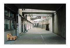 'Immerhin Wuerzburg' (Thomas Listl) Tags: thomaslistl analog filmphotography film minolta minoltax700 kodak kodakgold würzburg posthalle urban 35mm mood bench topography ngc