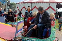 The swing mill (Davydutchy) Tags: nijhoarne nieuwehorne fryslân friesland frisia frise nederland niederlande netherlands paysbas holland flaeijel flaeijelfeest flaeijelfestival feast festival village dorpsfeest kermis funfair fair kirmes výstaviště rummel rummelplatz merke swingmill merrygoround draaimolen father son sons september 2019