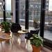 Kleiner Aufenthaltsbereich der Lounge-Area im flexiblen Workspace von WeWork in Köln