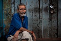 Relaxation time - Kolkata (Karthikeyan.Chinnathamby) Tags: karthikeyan chinnathamby chinna ca canon canon5d canon5dmarkiii portrait old oldman kolkata street streetlife streetphotography streetportratis 24105 travel india westbengal frame cwc cwc742 chennaiweekendclickers