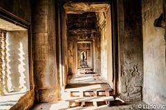 Angkor et ses couloir mystérieux (Lцdо\/іс) Tags: angkor wat vat siemreap cambodia cambodge cambodian khmer temple voyage asia asian asie asiatique sudest southeast southeastasia architecture architektur archaeological archeological par parc park kambodscha kampuscha explore lцdоіс