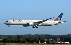 United Airlines Boeing 787-10 Dreamliner N17002 (RuWe71) Tags: unitedairlines uaual united chicago usa unitedstatesofamerica boeing boeing787 b787 b78710 b boeing787dreamliner boeing78710 boeing78710dreamliner 787dreamliner n17002 cn40930763 n8290v brusselsairport brusselszaventem brusselszaventemairport brusselzaventem zaventem bru ebbr widebody twinjet landing runway wingflex