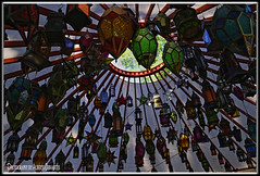 LÁMPARA COLGANTE CLÁSICO. CLASSIC PENDANT LAMP. NEW YORK CITY. (ALBERTO CERVANTES PHOTOGRAPHY) Tags: classicpendantlamp lamparacolganteclasico lampara lamp colgante pendant classic streetphotography photography photoborder photoart art creative indoor outdoor blur tree carpa tent lamparadecolores coloredlamp colored retrato portrait luz light color colores colors brillo bright brightcolors sky