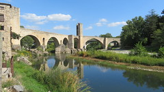Bridge of Besalú (Meino NL) Tags: besalú pontdebesalú bridge medievalbridge elfluvià river garrotxa catalonië catalunya españa spain spanje reflection